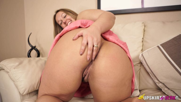 Fat girl Ashley Rider asks is her pussy better than her sisters?